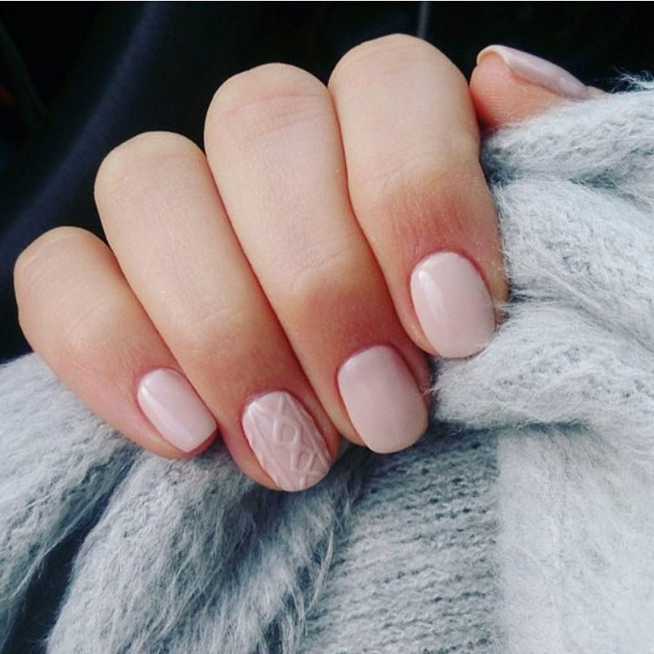 10 Winter Sweater Nails - And, sometimes simplicity is all you need such as with this cable knit accent nail.
