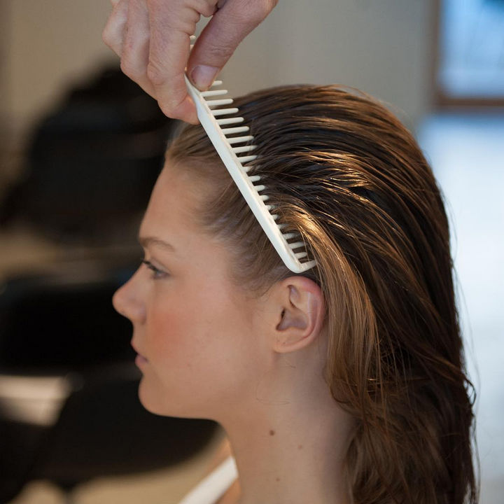 14 Lazy Girl Hair Hacks - Use a large tooth comb to gently detangle hair.