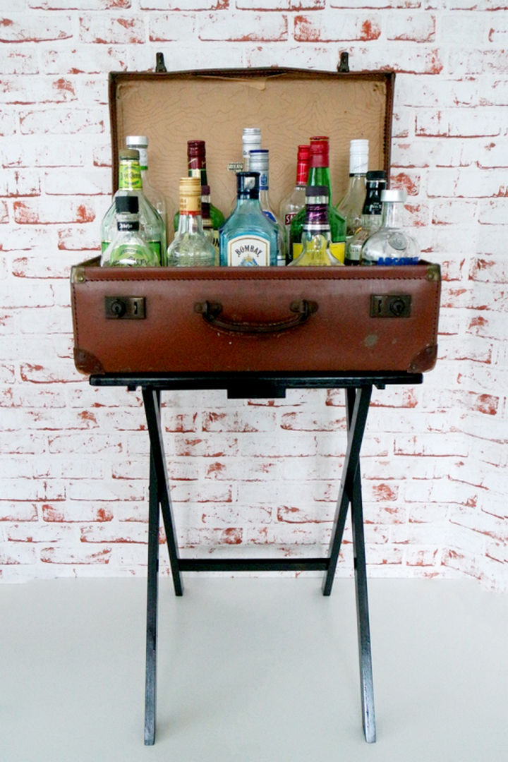 18 diy bars and bar carts perfect for the home or patio for Diy suitcase table