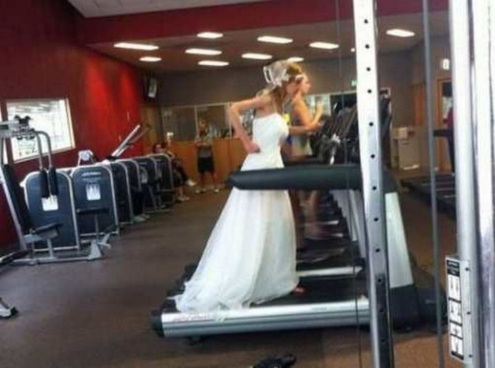 26 Funny Photos - When your wedding dress is just a little too tight.