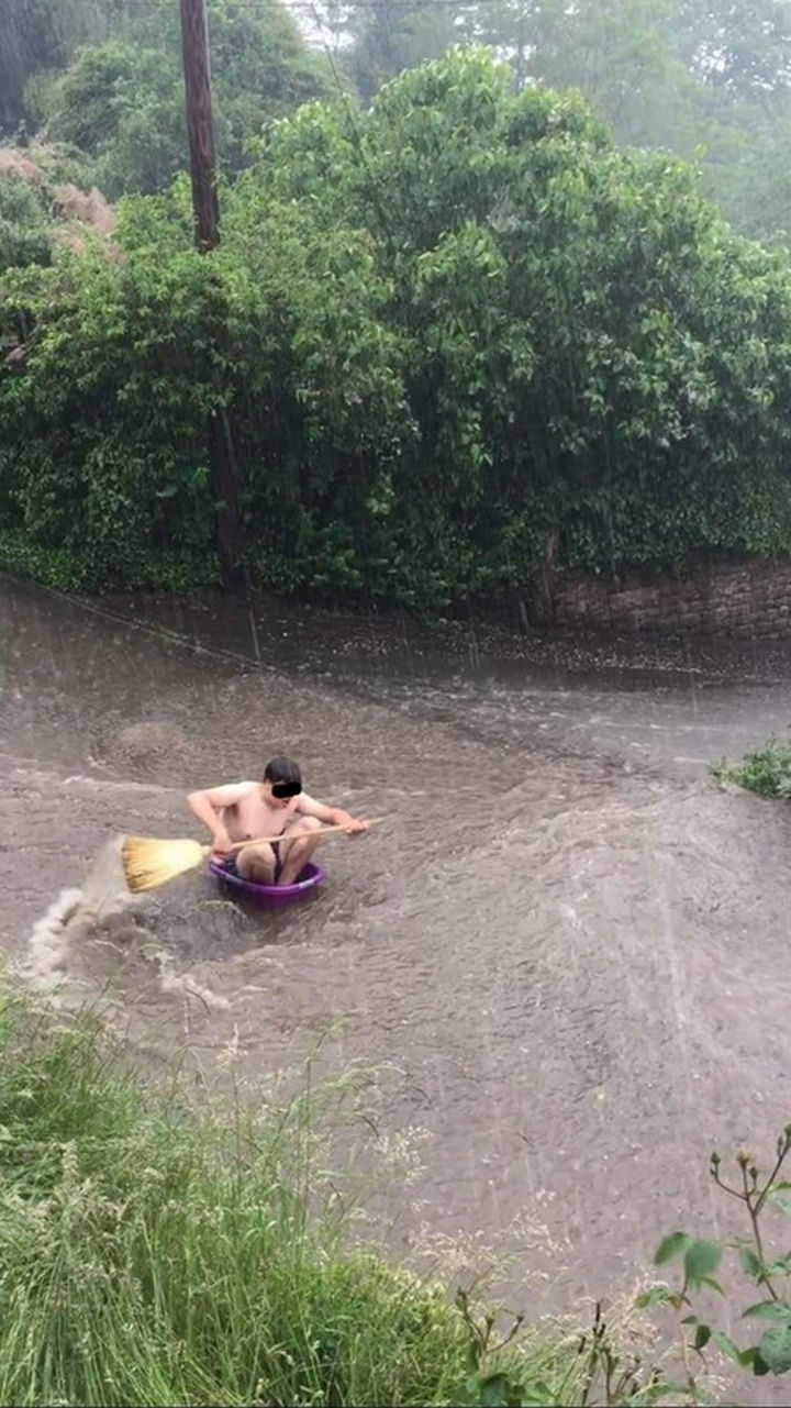 31 People Making the Best of a Bad Situation - Riding the waves...