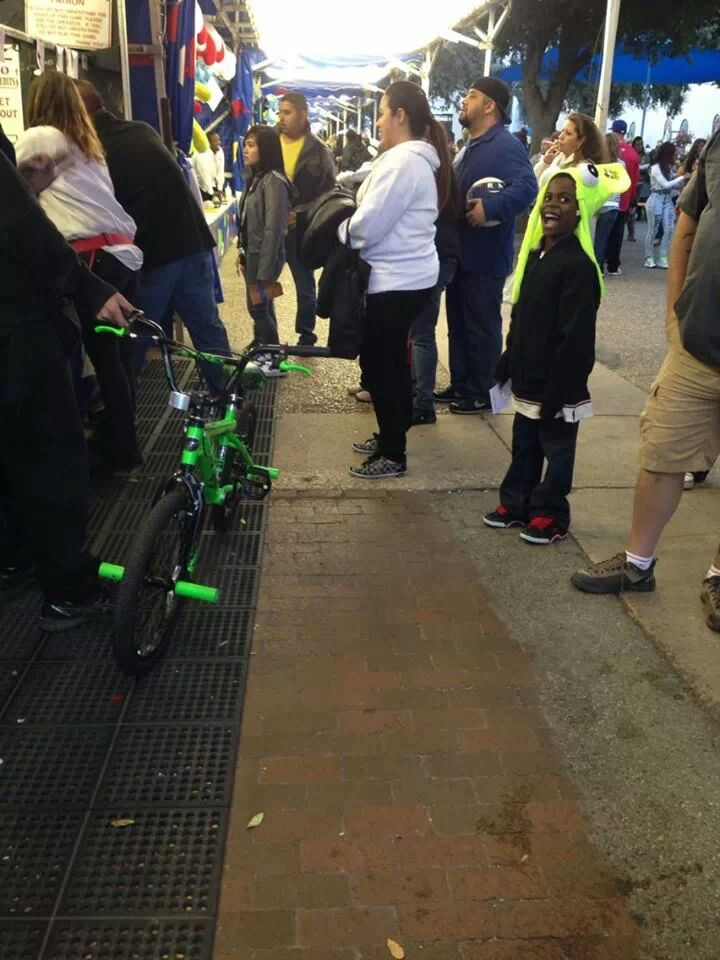 10 Random Acts of Kindness - Someone winning a bike at the Texas State Fair and giving it to an overjoyed young boy. Look at that happy smile!