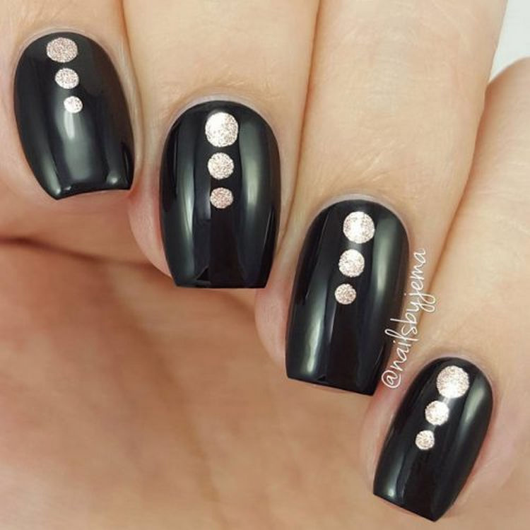 17 Winter Nails - Black and rose gold dots that look so chic!