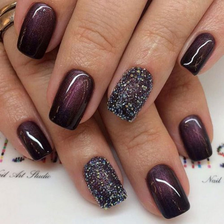 17 Winter Nail Designs - Burgundy nails that are super glossy and look great with any winter outfit.