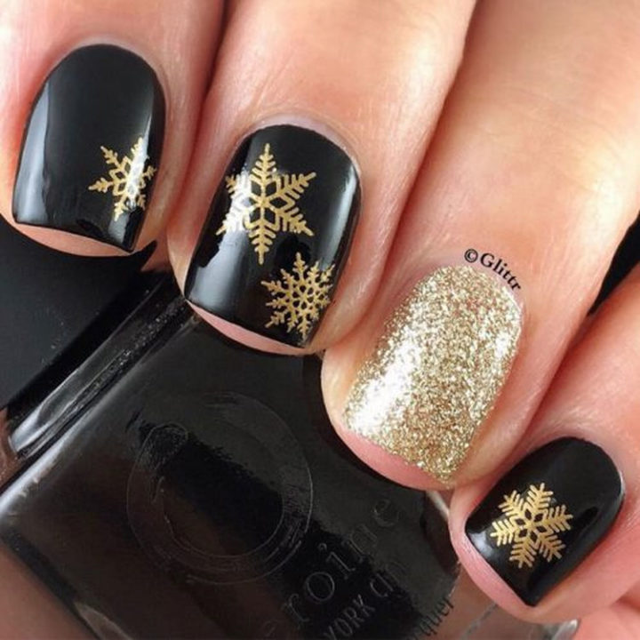 17 Winter Nail Designs - Snowflake manis always look great and these winter nails are g-o-r-g-e-o-u-s.