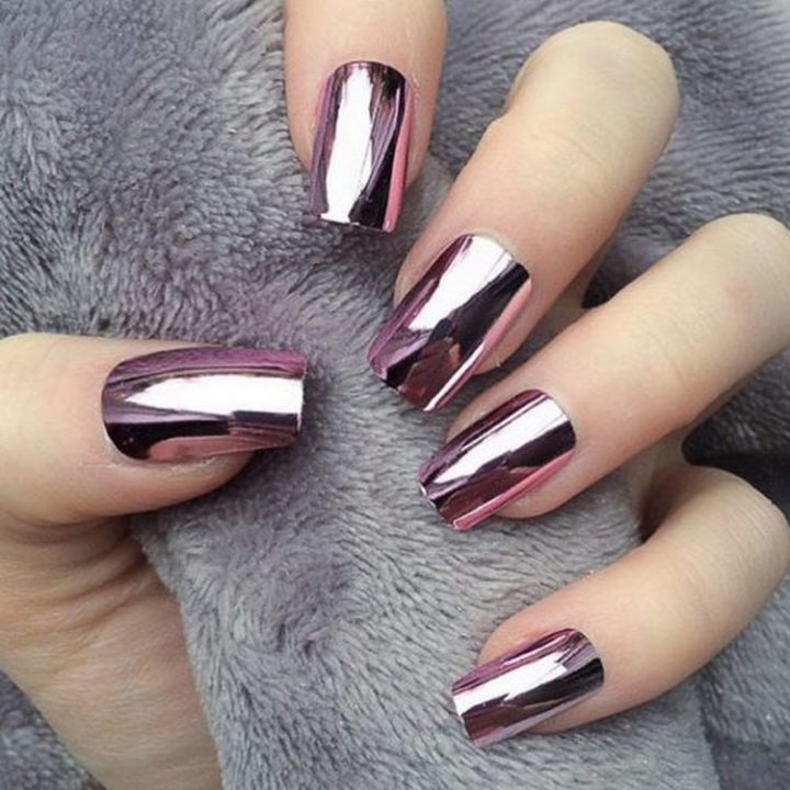 17 Winter Nail Designs - Winter chrome nails that are edgy and sleek.