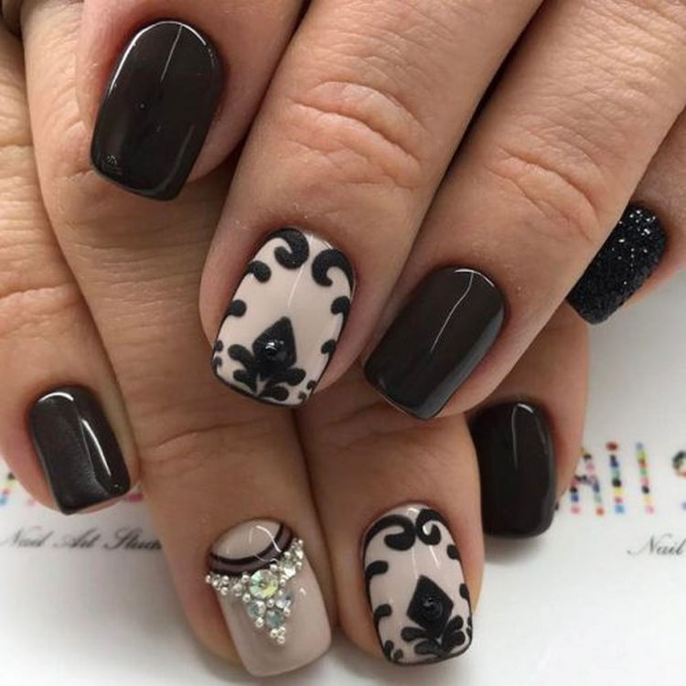 17 Winter Nails - Black nails are always a classic look for winter.
