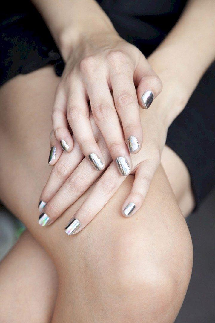 17 Chrome Nails - Chrome nails that shimmer and shine.