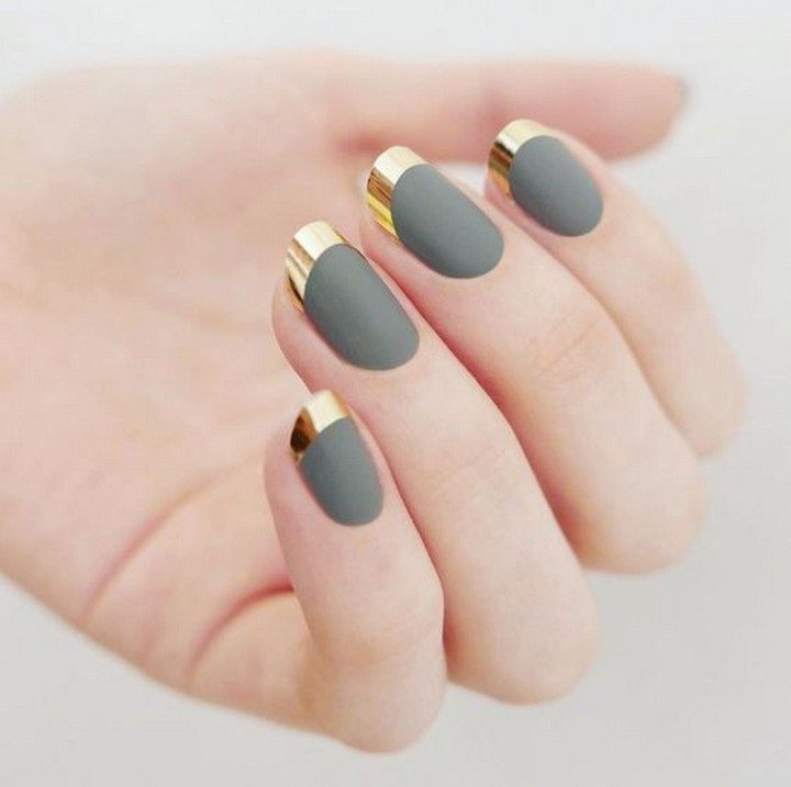 17 Chrome Nails - Eye-catching chrome French manicure.