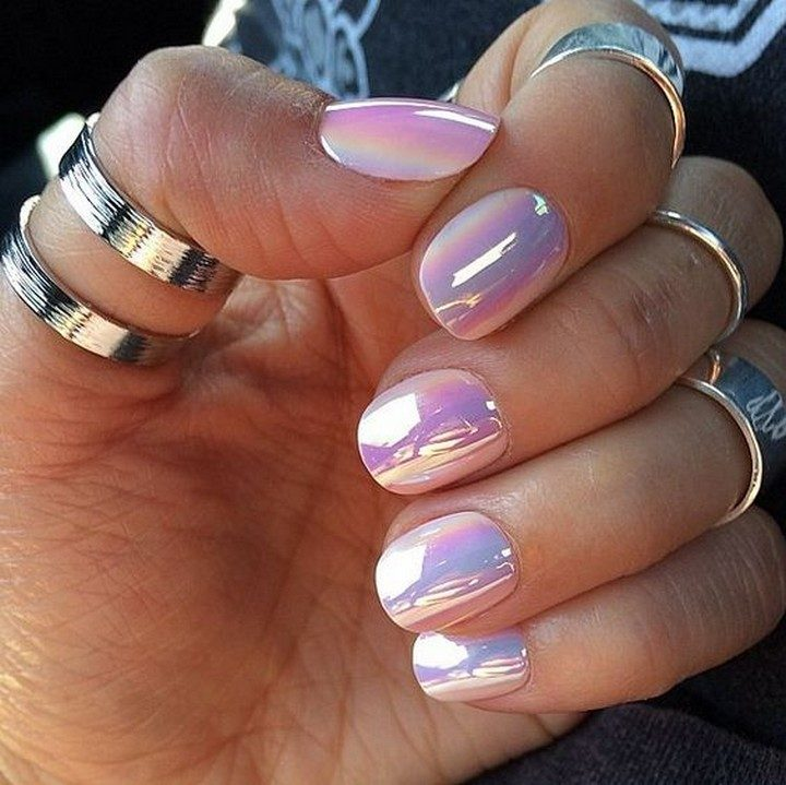 17 Chrome Nails - Gorgeous chrome iridescent nails.