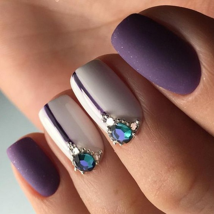 17 Metallic Nails - Simplicity and elegance.