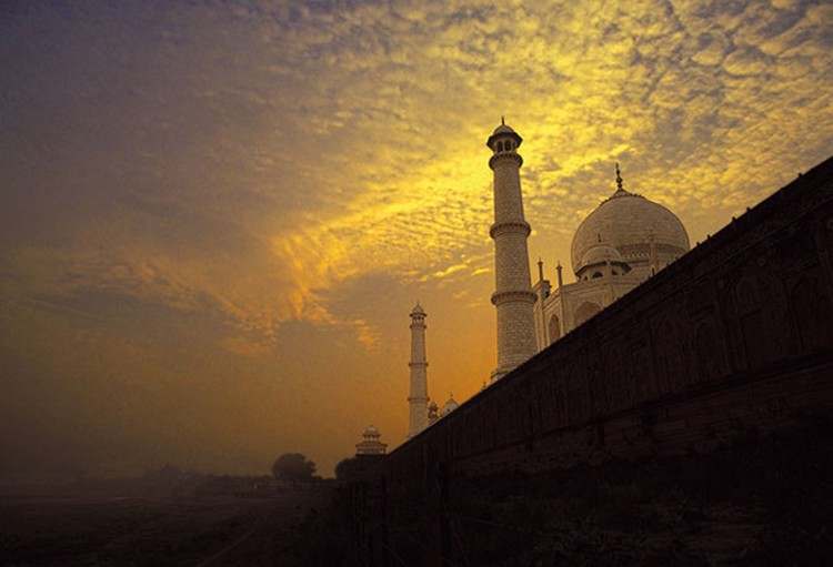 27 Beautiful Sunsets - Taj Mahal in Agra, India.