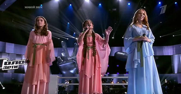 3 Young Girls Sing 'Hallelujah' in Russian, English, and Arabic.