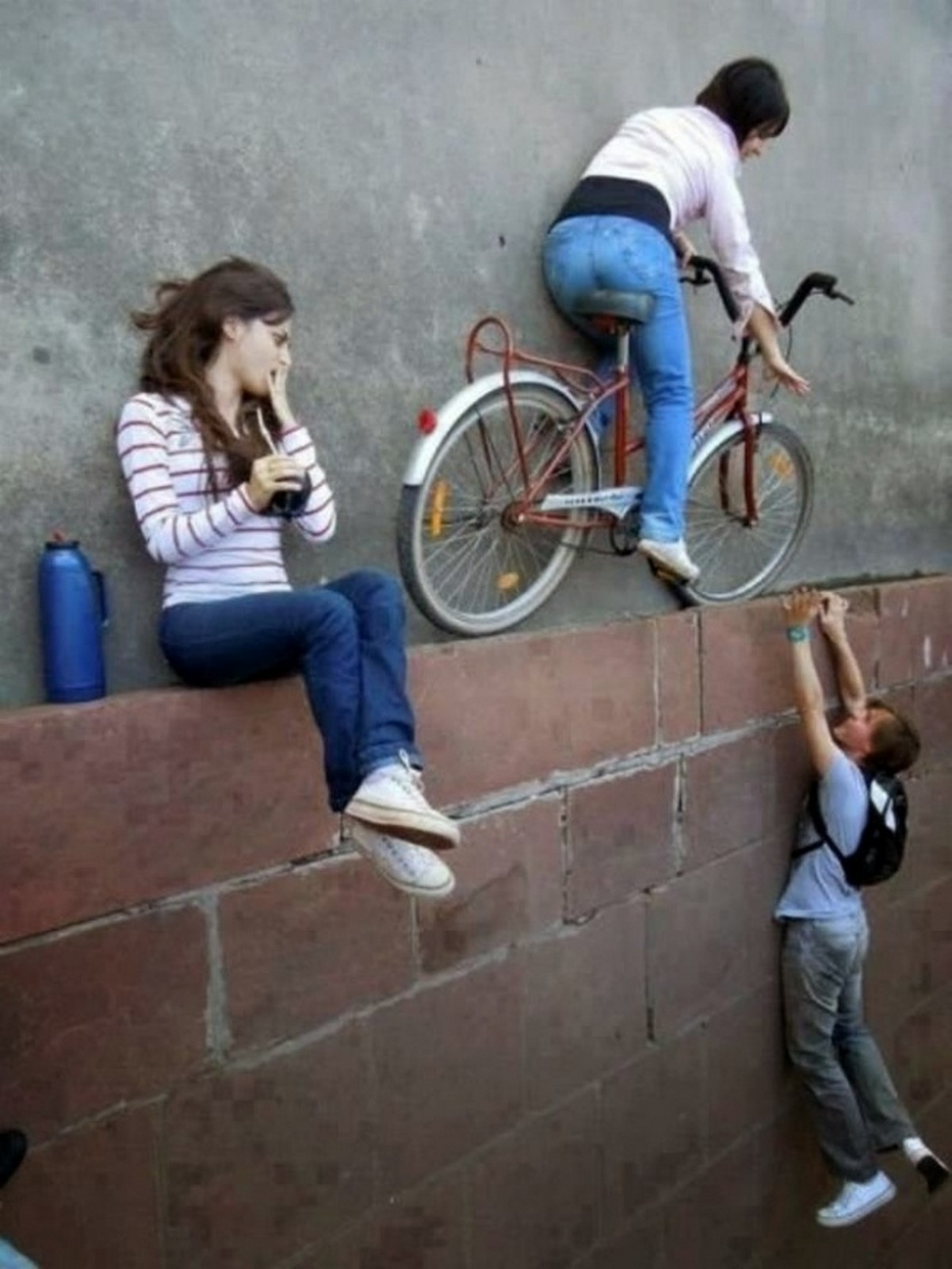 18 Perfectly Timed Photos - Who needs gravity?
