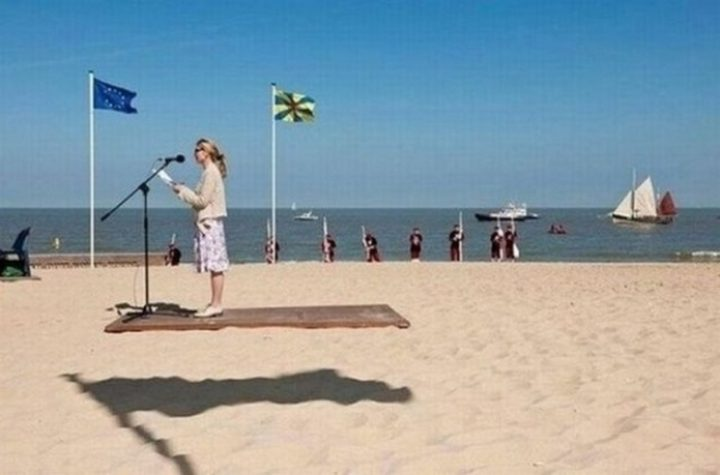 18 Perfectly Timed Photos - Who wouldn't want to fly on a magic carpet ride?