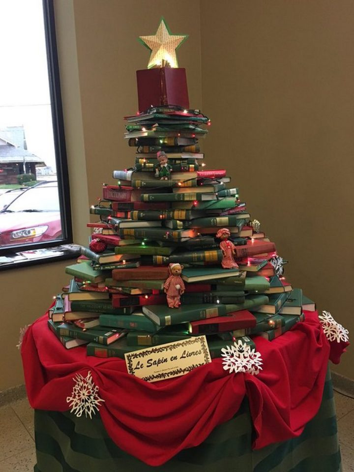 27 Lazy Christmas Decoration Ideas - This Christmas tree made from books also doubles up as a game of Jenga.