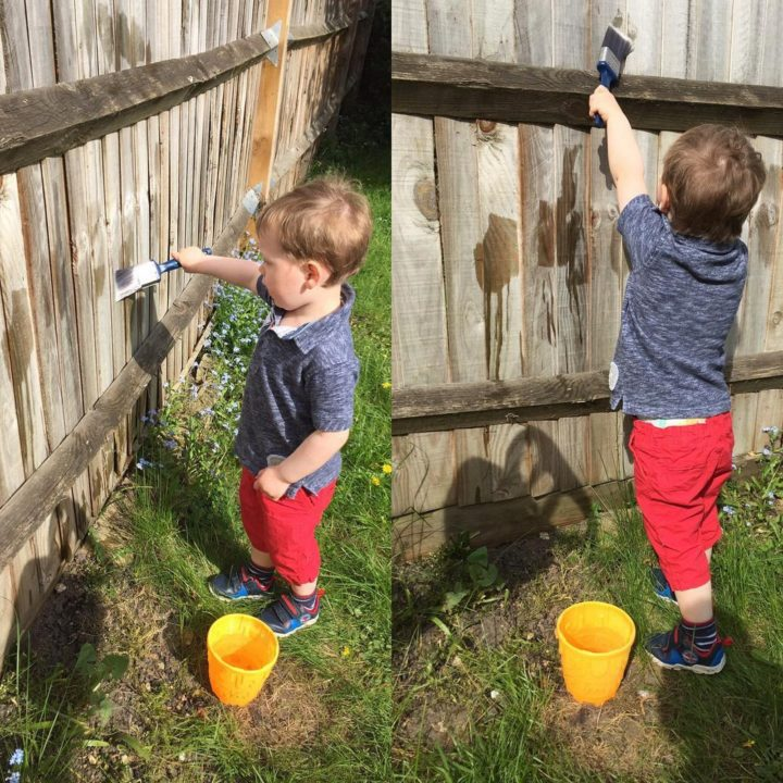 "21 Best Mom Hacks - Keep your toddler busy by letting them paint the fence ""toddler style"" with water."