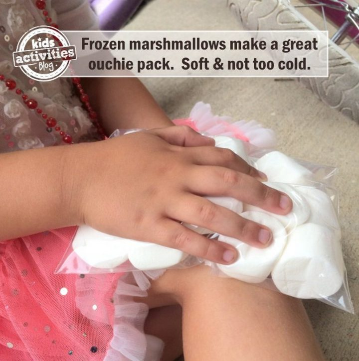 21 Best Mom Hacks - Keep marshmallows in a ziplock bag in the freezer for the perfect ouchie pack that is soft and not too cold.