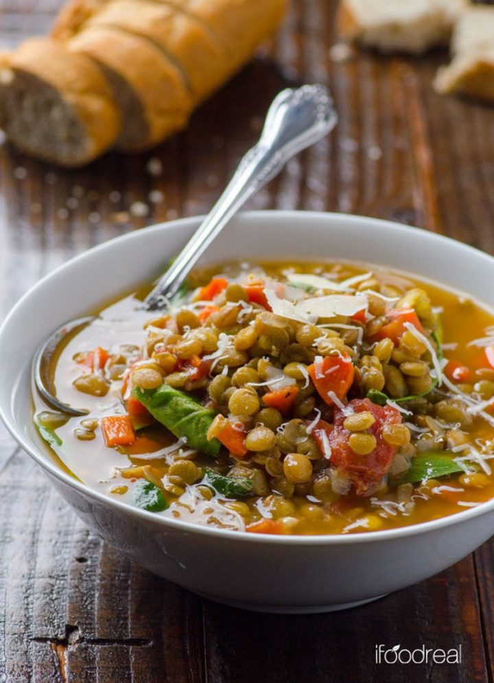 25 Healthy and Delicious Vegetarian Recipes - Spinach Lentil Soup.