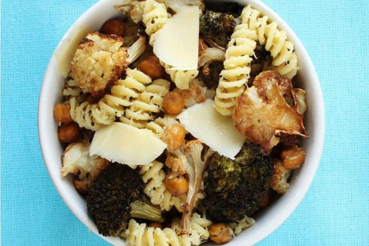 25 Healthy and Delicious Vegetarian Recipes - Parmesan Fusilli with Roasted Chickpeas, Broccoli and Cauliflower.