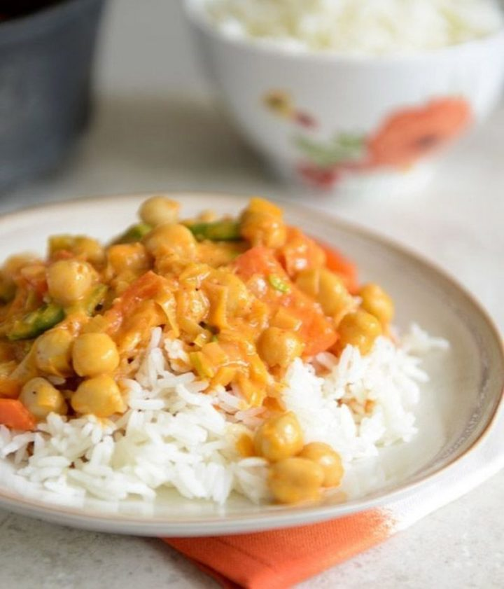 25 Healthy and Delicious Vegetarian Recipes - Easy Chickpea Curry with Coconut Rice.
