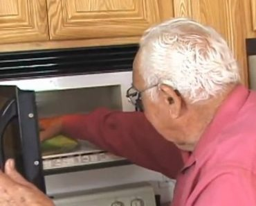 This Man Put Corn in the Cob in the Microwave and Created the Best Thing Ever