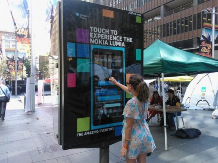 27 Awesome Billboards - Nokia provides an interactive display to experience the features of their Lumia smartphone.