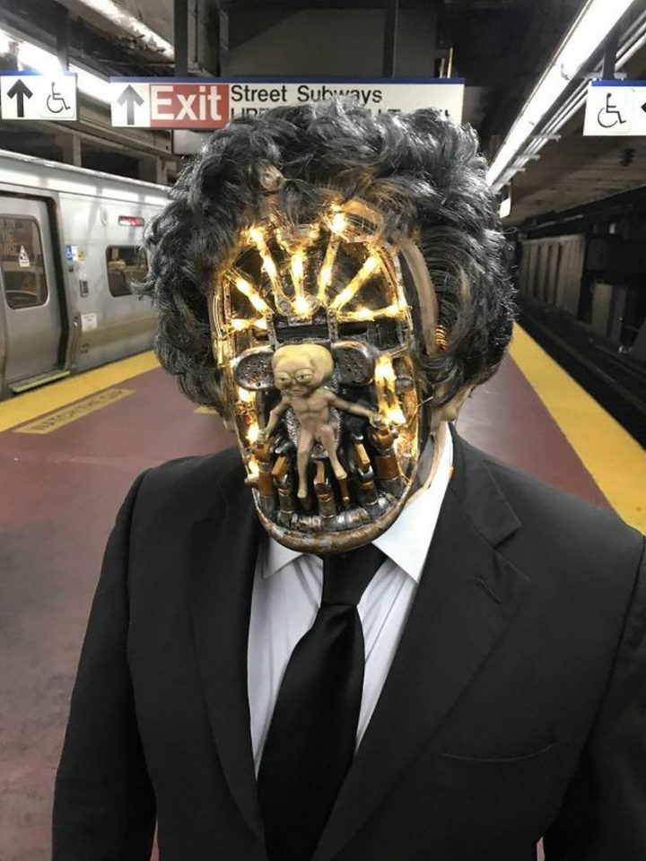"49 Halloween Costume Ideas - ""An Arquillen from Men In Black in NYC."""
