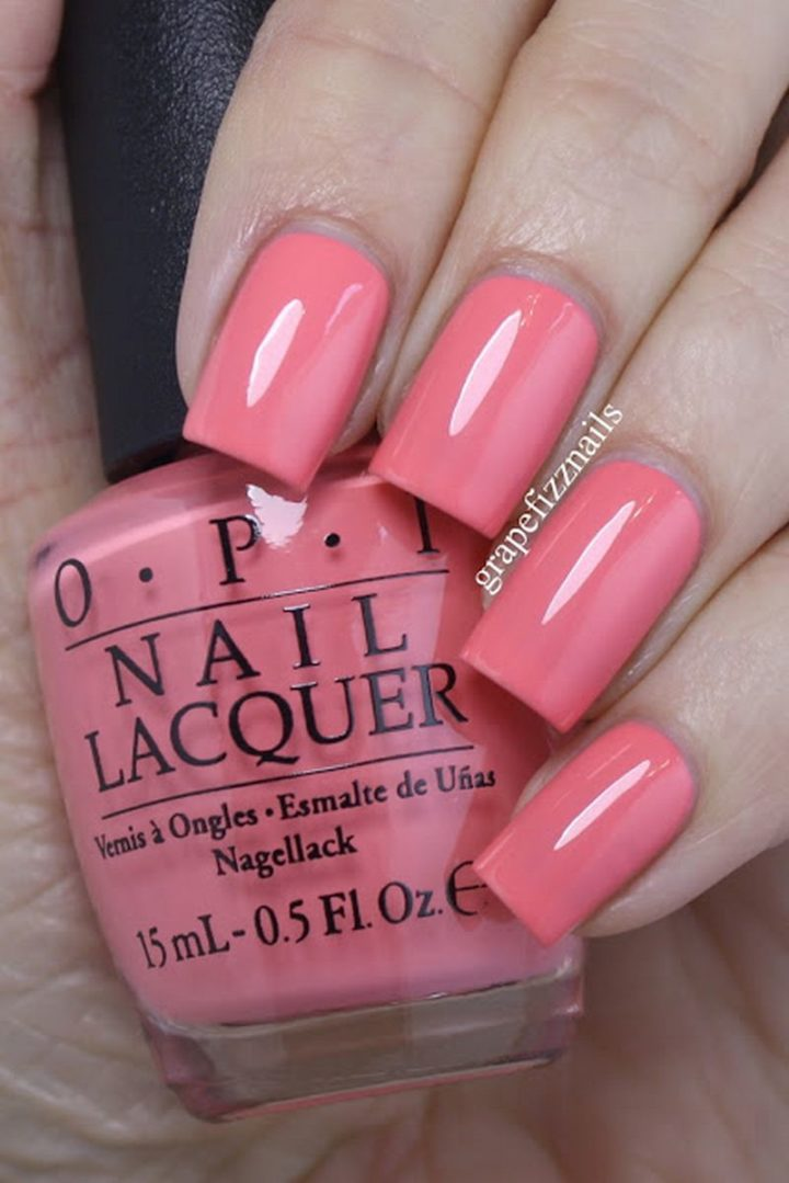 Soft pink manicure that look buttery smooth.