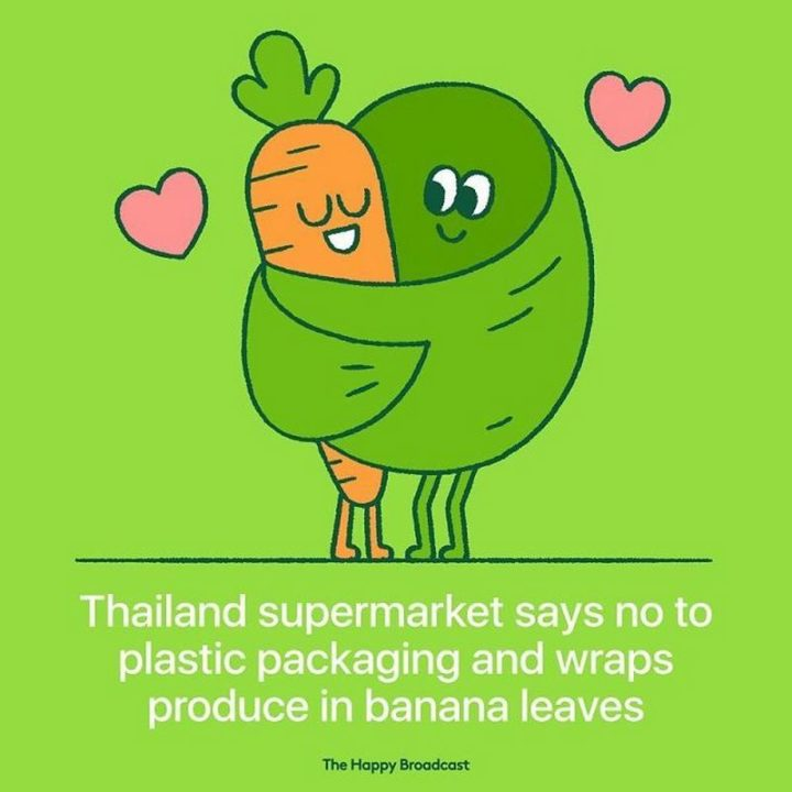 """""""Thailand supermarket says no to plastic packaging and wraps produce in banana leaves."""""""