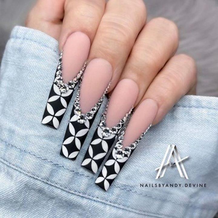 White & Black Glitter Nails.